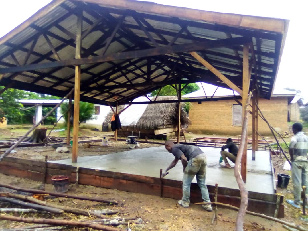 Work in progress at the 2 #Cocoa  fermentation sites in Kono District, #SierraLeone. Objective is to improve quality and flavor of the beans through controlled fermentation. Funding by @EU_Commission, implementation by @Welthungerhilfe https://t.co/qS2Cx9qP24