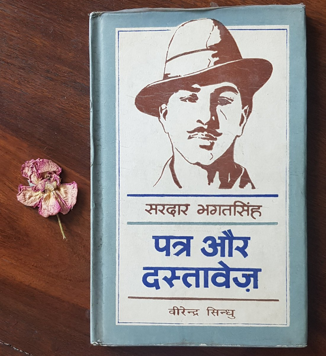Day 75 : #100Days of posting cover of books I love (1 book a day for 100 days) No expectations,no reviews,just the covers #MyFavouriteBooks #मेरीपसन्दीदाकिताबोंकेकवर started by @gulrayys with @film_worm  & @rekha_bhardwaj https://t.co/IjHJm2ZcPp