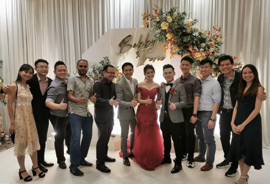 With grateful thanks to Dr. @Seanthum for sending on these photos from yesterday's wedding in #Sibu of two graduates from #ClassOf2016 #IreneNee & #BobbyLee . Look at who else was in attendance: it's the cast of #RCSI @perdana_univ ! Congratulations Irene & Bobby! https://t.co/DXX63jIBPX