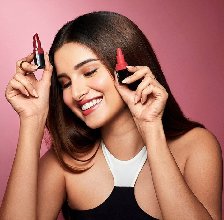 #TaraSutaria lit up #Instagram with this stunning picture of herself posing with cosmetics chanelling her fun side gracefully.  #fashion #style #love #instagood #like #photography #photooftheday #beautiful #follow #instagram #cupsngups #entertainment #lifestyle #media https://t.co/3kgP99wpOo
