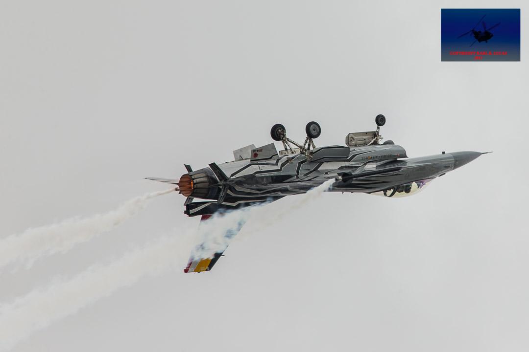 #belgian #airforce #generaldynamics #f16 #dirtypass #becauseiwasinverted #smokewinder #fighter #afterburner #paitjob #solodisplay #airshow #airdisplay #riat #fairford https://t.co/CzAWNii5MF