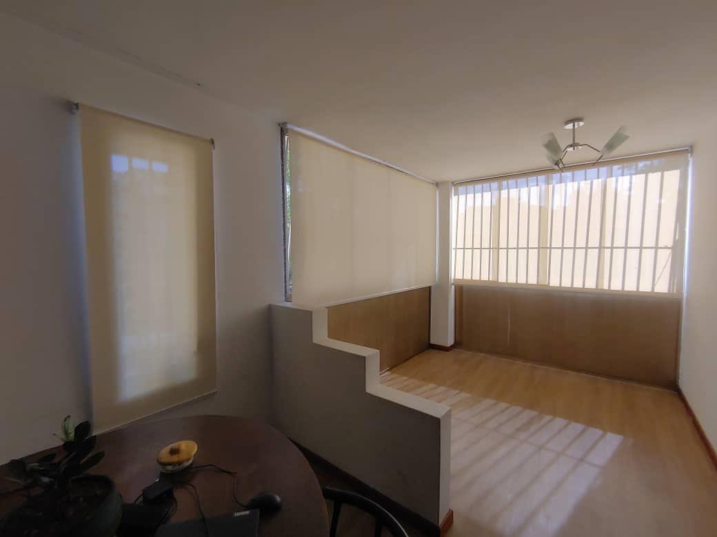 Hoy le presentamos #persianas Roller Shade Screen o Malla Antisolar, en color White/Linen sin cenefa. #Decorando las #ventanas en la #Sala  Las cuales  brindan: ✔️ Atmósferas, tranquilas y privadas ✔️Conservando  la visibilidad al exterior. ✔️Protección de los rayos UV. https://t.co/O9xqqHNHKz