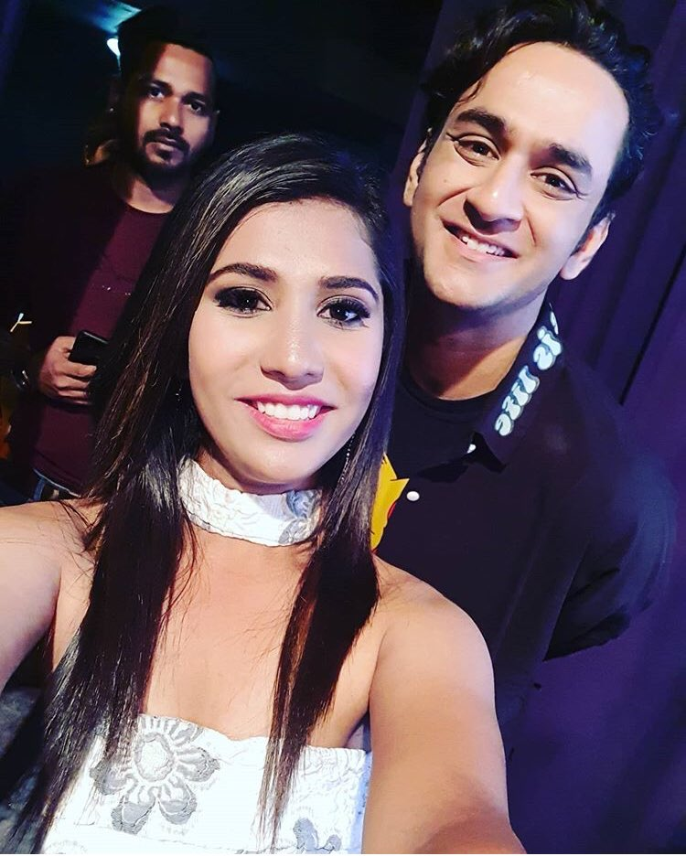 Spotted with a fan   We love your smile. 😊  #VikasGupta  #VG  #lostboyjourney #lostsouls  @lostboy54 https://t.co/rvPu9QVO7f