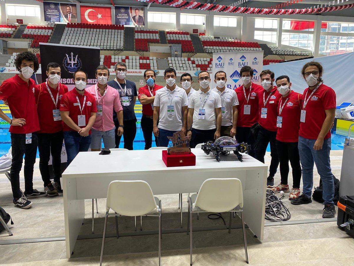 """#TEKNOFEST2020'ye BAUROV damga vurdu!  BAUROV ekibi, #TEKNOFEST2020 İnsansız Su Altı Sistemleri yarışmasında, tasarladıkları """"Kaplumbot V2"""" ile birinciliği elde etti! Ayrıca bu yıl ilk defa verilen En Özgün Yazılım Ödülü'nün de sahibi oldu! 😎  Gurur duyuyoruz! 💪🏻 https://t.co/yjjDWc6luS"""