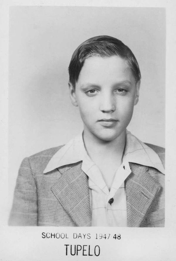 Elvis school days #tupelo #elvis #ElvisHistory #1940s https://t.co/TmMp99NezH