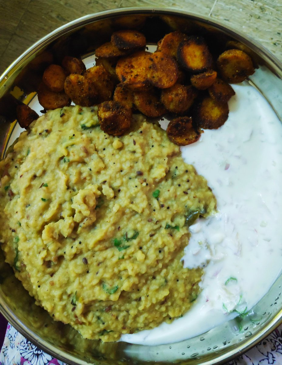 In today's edition of #quarantinecooking   Khichdi, arbi fry and raita https://t.co/V6y9NUozYd