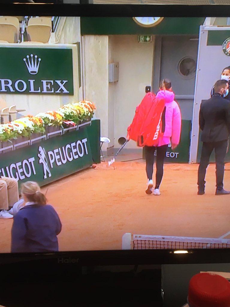 Roland Garros, clamorosa scelta di Azarenka: troppo freddo, lascia il campo (FOTO)