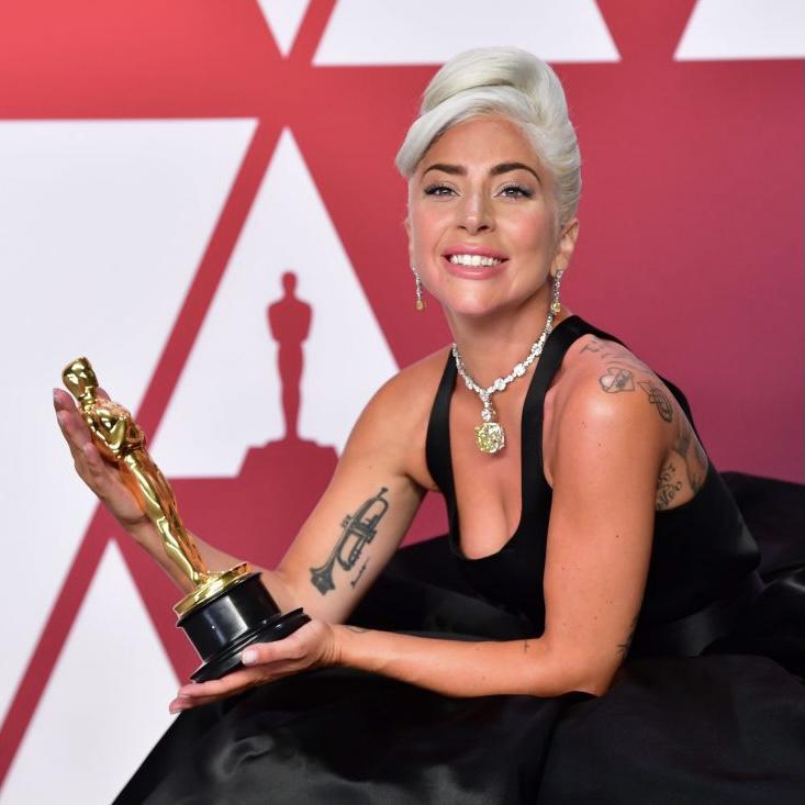 Lady Gaga - Σελίδα 49 Ei6Wsj3WoAAZV-k?format=jpg&name=900x900
