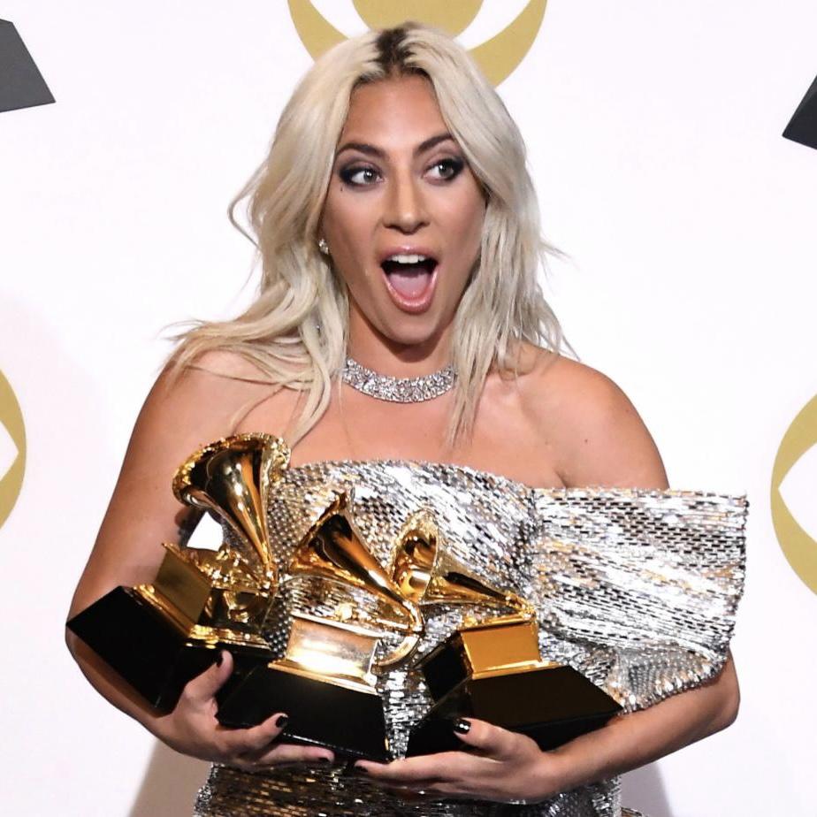 Lady Gaga - Σελίδα 49 Ei6WskzXsAURYD3?format=jpg&name=medium