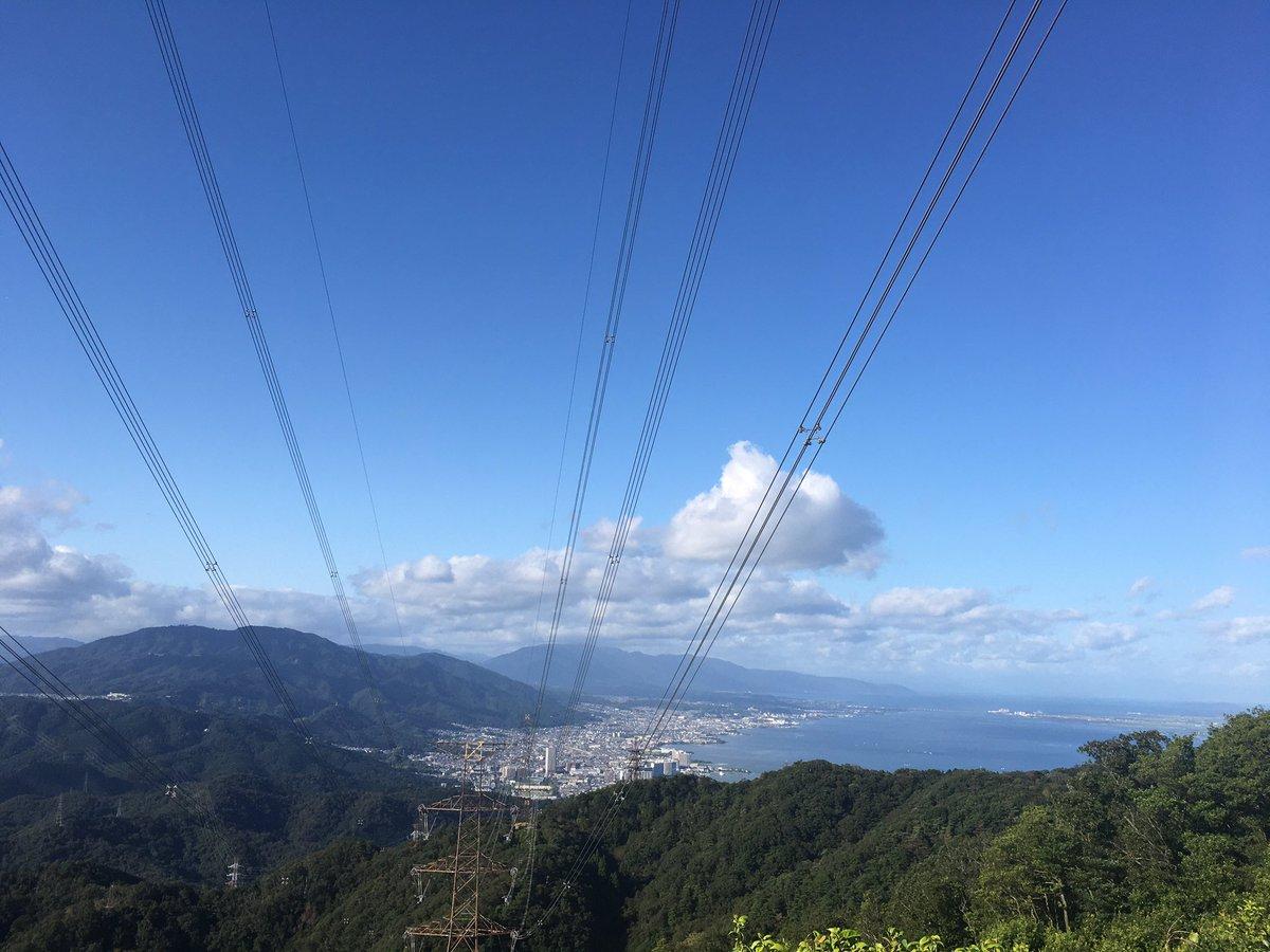 今日ははじめて 京都の山に登ってきました☝️☺️ 琵琶湖や比良山系が一望できる すてきな山頂でした⛰🎌 #登山 #登山初心者 #登山女子 #低山登山部 #低山 #山登り https://t.co/FvrMrZYUtb
