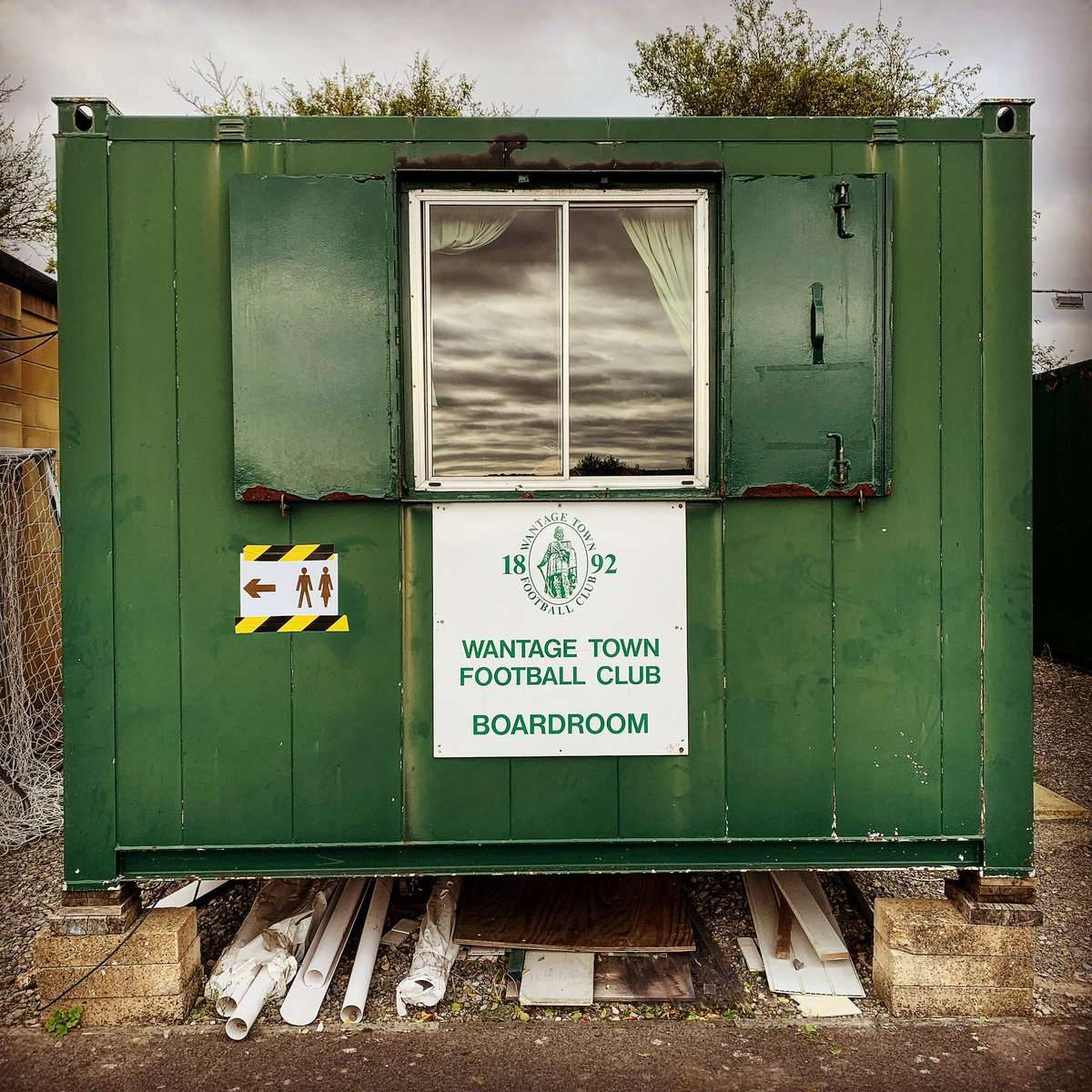 Step 4 action yesterday. Highest level since lockdown for me. Just the two left in this division to do now.... @WantageTownFC 1 @bedworth_united 3 #groundhopping #nonleague #football https://t.co/2PvYNuvJ4C