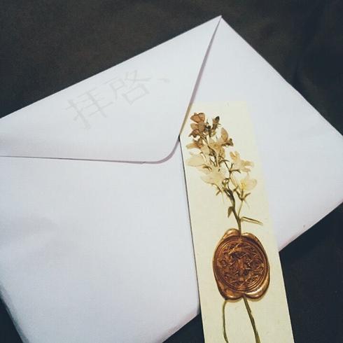 他人の文通を覗き見してるみたいな登場人物が生きていると錯覚するための「手紙型小説」 手紙のやりとりを本当に便箋で再現した同人誌『拝啓、』がこだわってる  @itm_nlabより