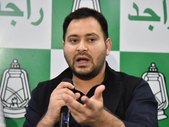 RJD leader #TejashwiYadav promised that if his party returned to power after the #BiharAssemblyelections, over 10 lakh government vacancies in different departments would be filled within two months.  He also accused the #NitishKumar government of neglecting the youths of #Bihar. https://t.co/OVHaq34erD