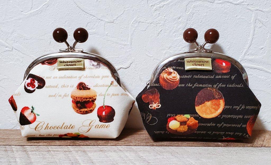 #arteVarie 61新作 チョコゲンコのチョコがま 幅12高さ8マチ3.4 小さめの口金でお気楽に仕立ててみた手のひらサイズです。太めにマチをとったので厚みのあるものも入ります。柄に合わせてチョコ入れても飴入れても何入れてもよろしい。増産はなし。 色違い二個 おねだん1000 #がま口 #白雪納戸お品書き https://t.co/ZnkuS8iBrS