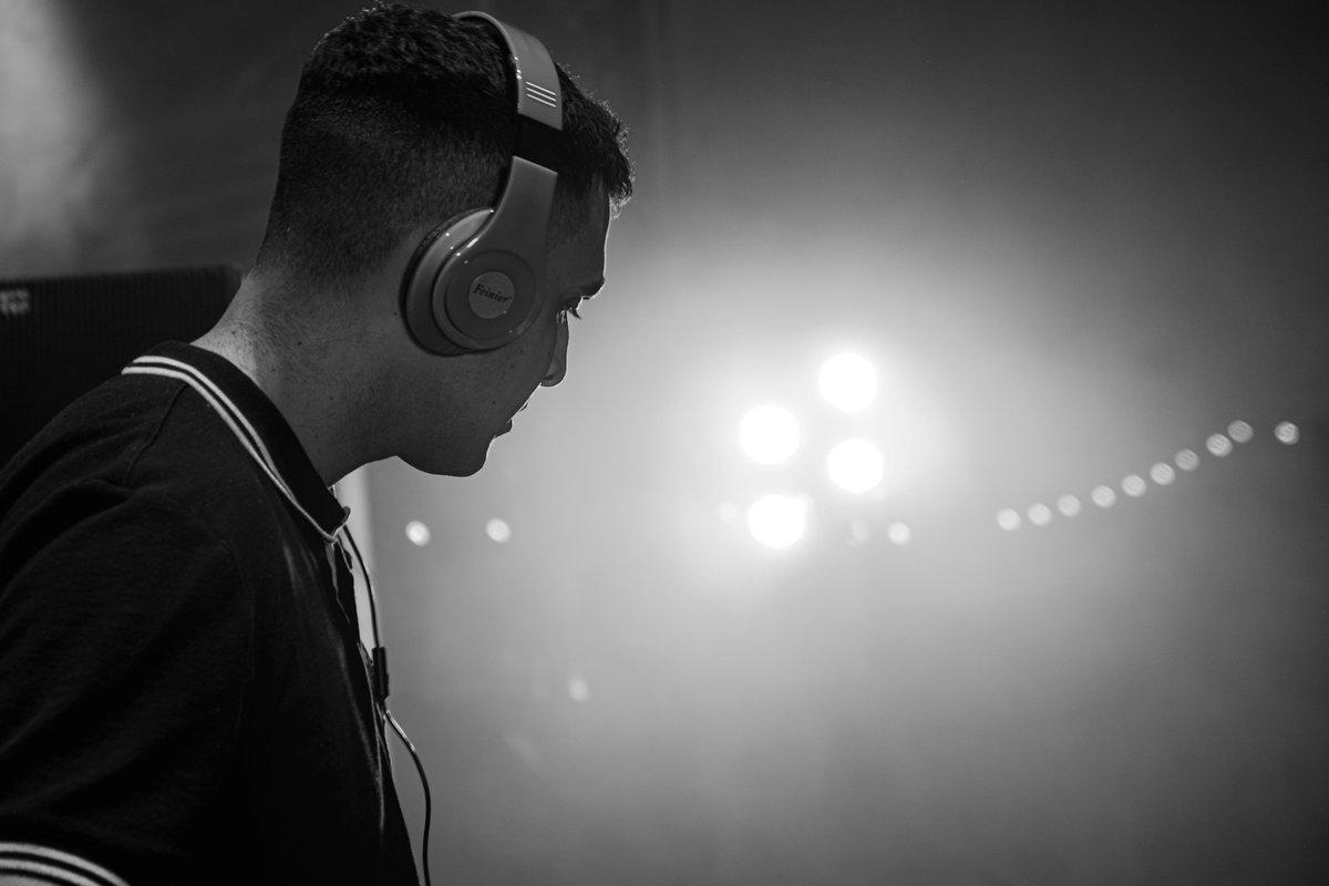Sammy Virji - Live Performance   #DJ #Livemusic #liveperformance #Sammyvirji #FEKAFILMS #Music #Visuals #camera #moneyarena #Virginmoney https://t.co/0p093U8V9M