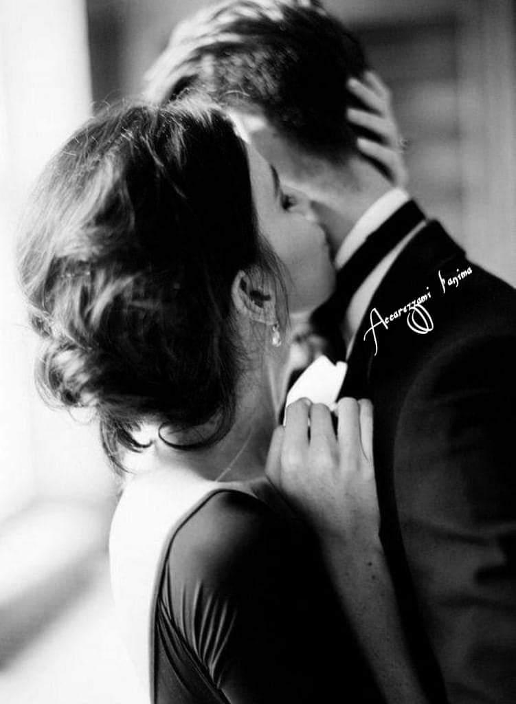 Non si regala l'anima a chi non è disposto a regalare la sua. L'amore è un dialogo, non un monologo.  Oriana Fallaci 😀😀😀 https://t.co/FmAw5L8Rb4