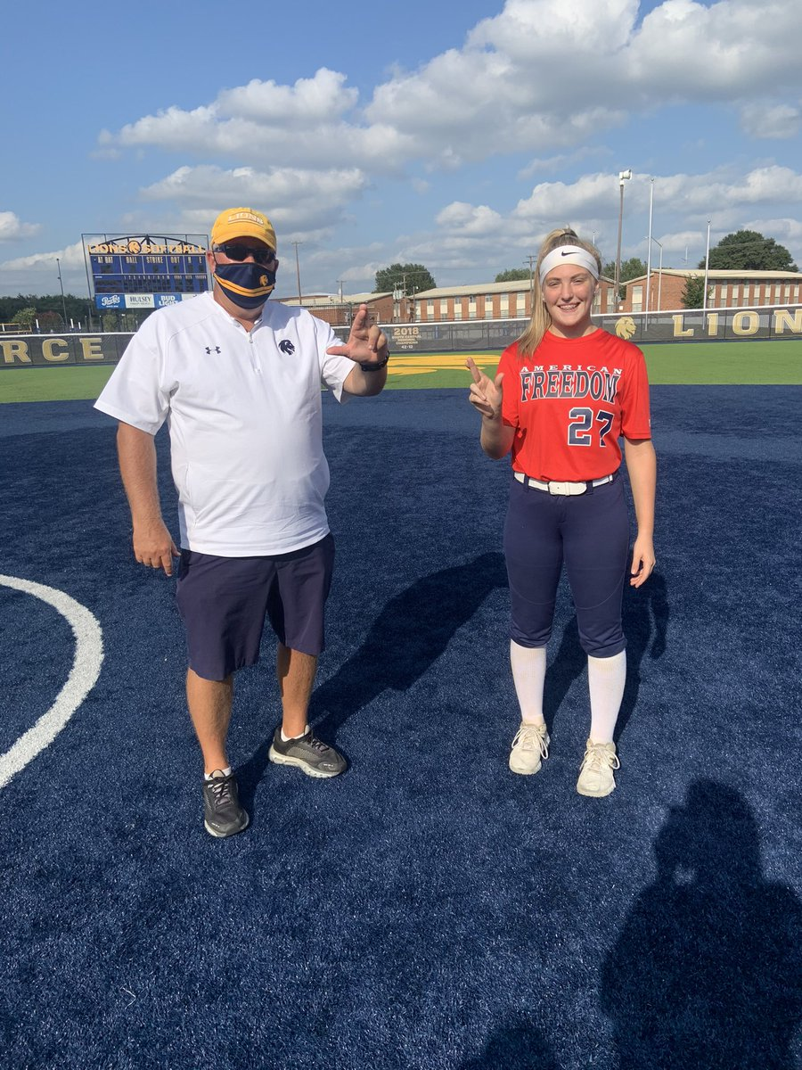 Had a great time working with the coach's and players at Texas A&M Commerce! It's a great facility and was a great camp! @Lion_Softball  @AFNational04 @Gosset41 @StriveSoftball  #catchers https://t.co/K2uA1w8vVH