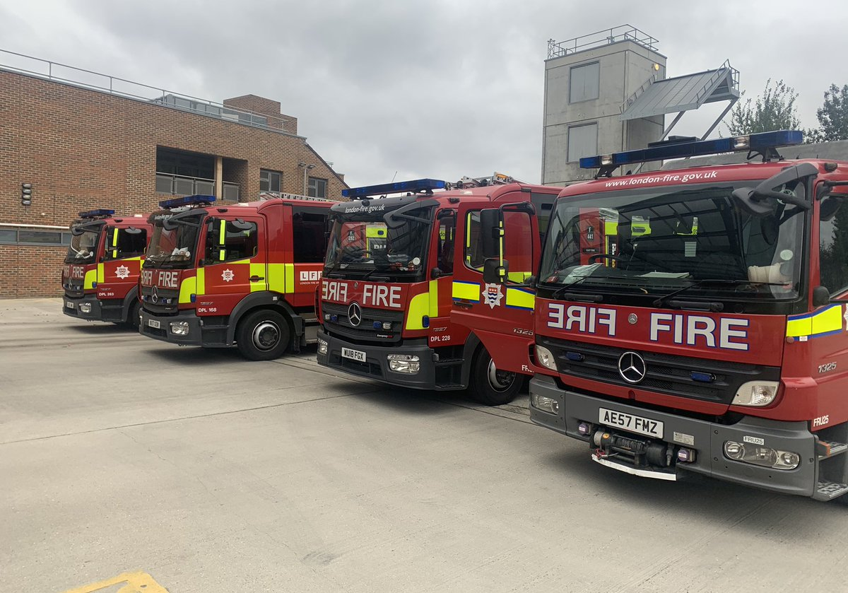 Weekend Breathing Apparatus Training for @LFBNewham @LFBBarkDag and @lfbhackney today at F45 Plaistow's BA Chamber. Thanks for @LFBBarkDag for bringing along and incorporating one of @LondonFire new TL's into our days input 👍🏻 #OneTeam #TrainHard 🔥 #Professionals https://t.co/tG1WObue7O