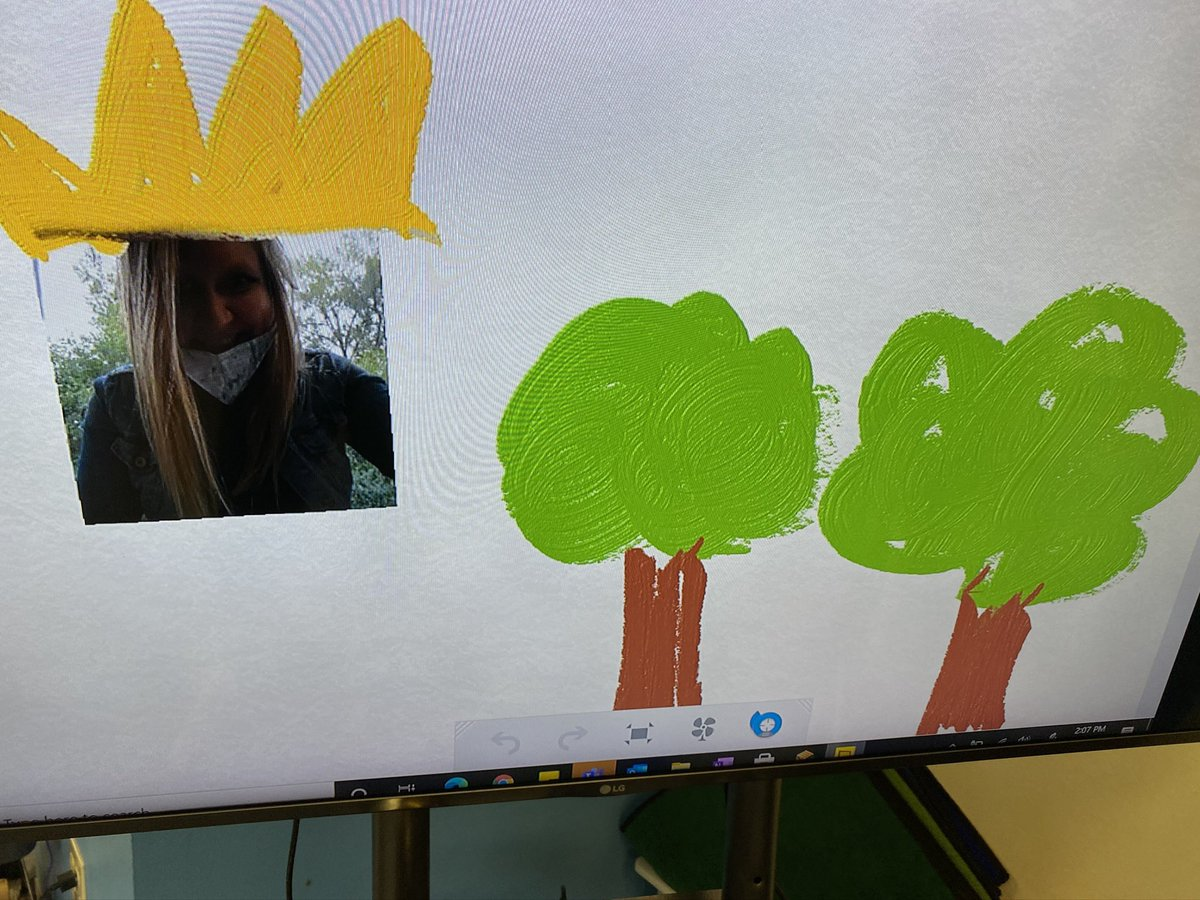 Kindergarten students played with @FreshPaintTeam last week. We explored adding a picture of yourself to create masterpieces! @MicrosoftEDU #K2CanToo #MIEexpert https://t.co/qWn1nCL0zU