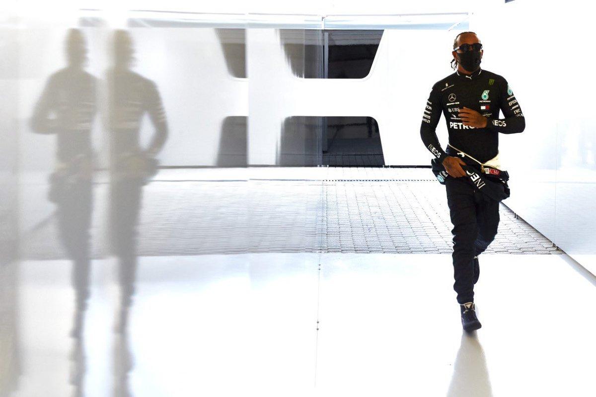 #RussianGP  Lewis Hamilton no tuvo un buen día y llegó tercero. Irá a Alemania por el récord histórico de Schumacher, como seguramente desea Mercedes. Últimamente se le ve desacomodado por momentos, ¿será porque aún no llega la renovación? #F1xFOX #F1 #FelizDomingo https://t.co/yqFFtZVfKI