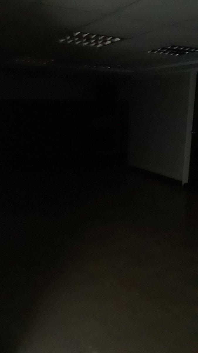 Así se vió el Hospital Adolfo Pons de Maracaibo. Al parecer una falla en la planta eléctrica ocasiona que el centro de salud no tenga energía éste domingo #27Sep.  #Zulia #apagon https://t.co/NpGVyoTd3C