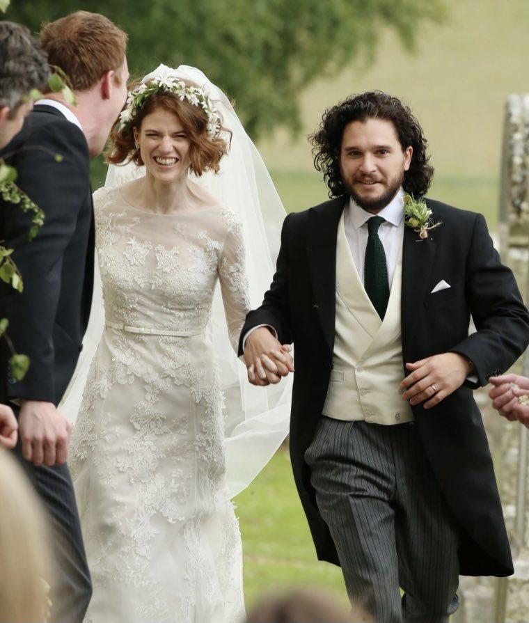 """Los actores de """"Game of Thrones"""", Kit Harington y Rose Leslie, se encuentran en la dulce espera de su primer hijo juntos 🍼😍🥰 https://t.co/U8qJlEakcR"""