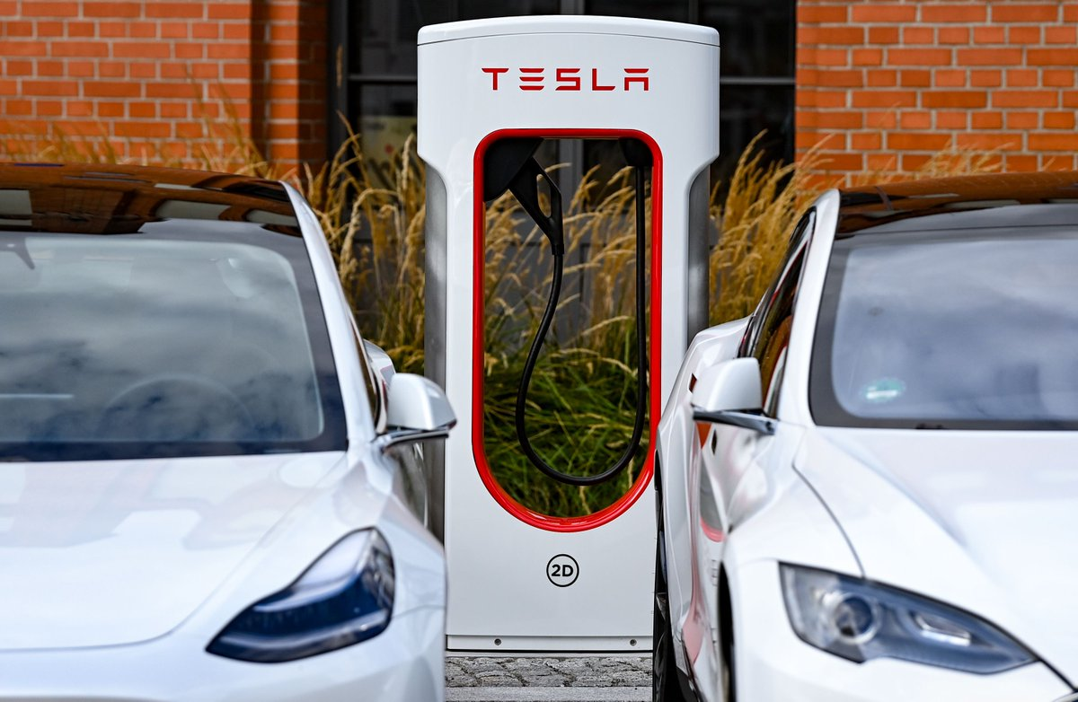 Tesla promises cars that connect to the grid, even if Elon Musk doesn't really want them to