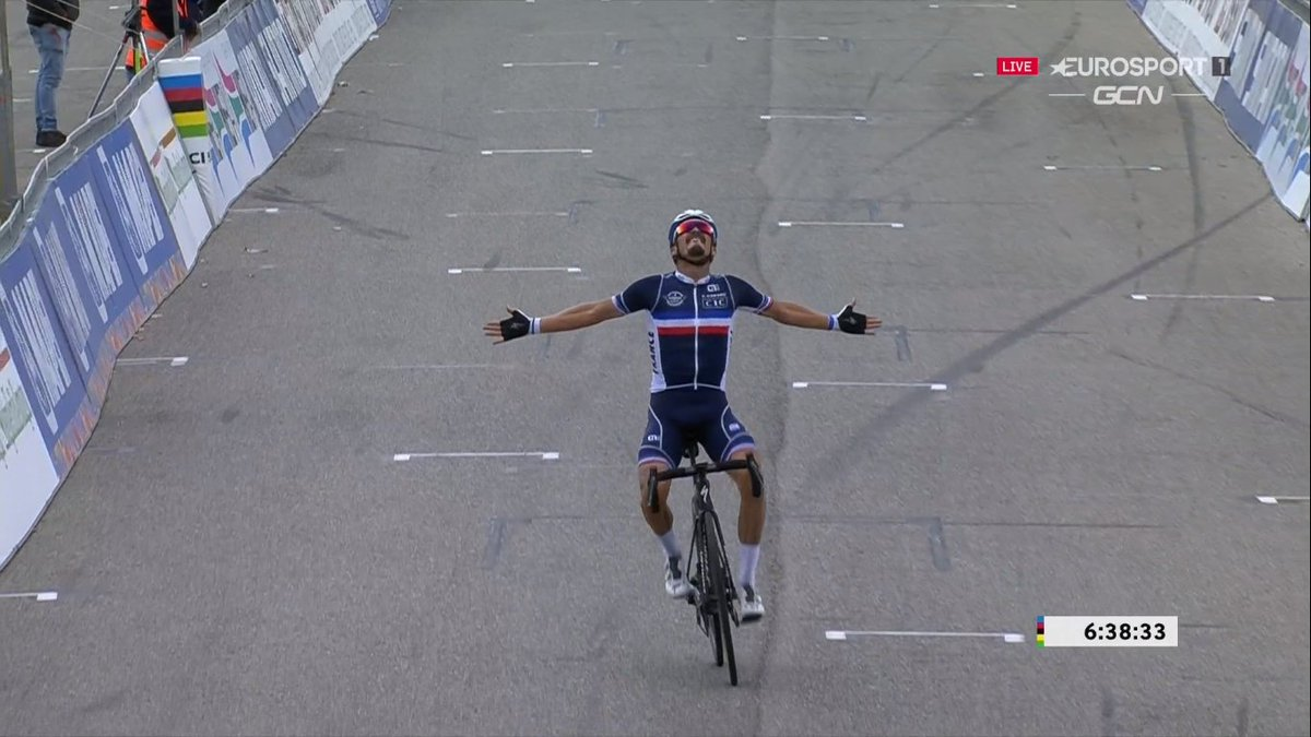 Julian Alaphilippe Champion du Monde ! 🇫🇷 🌈 https://t.co/XBvTIT0Hpt