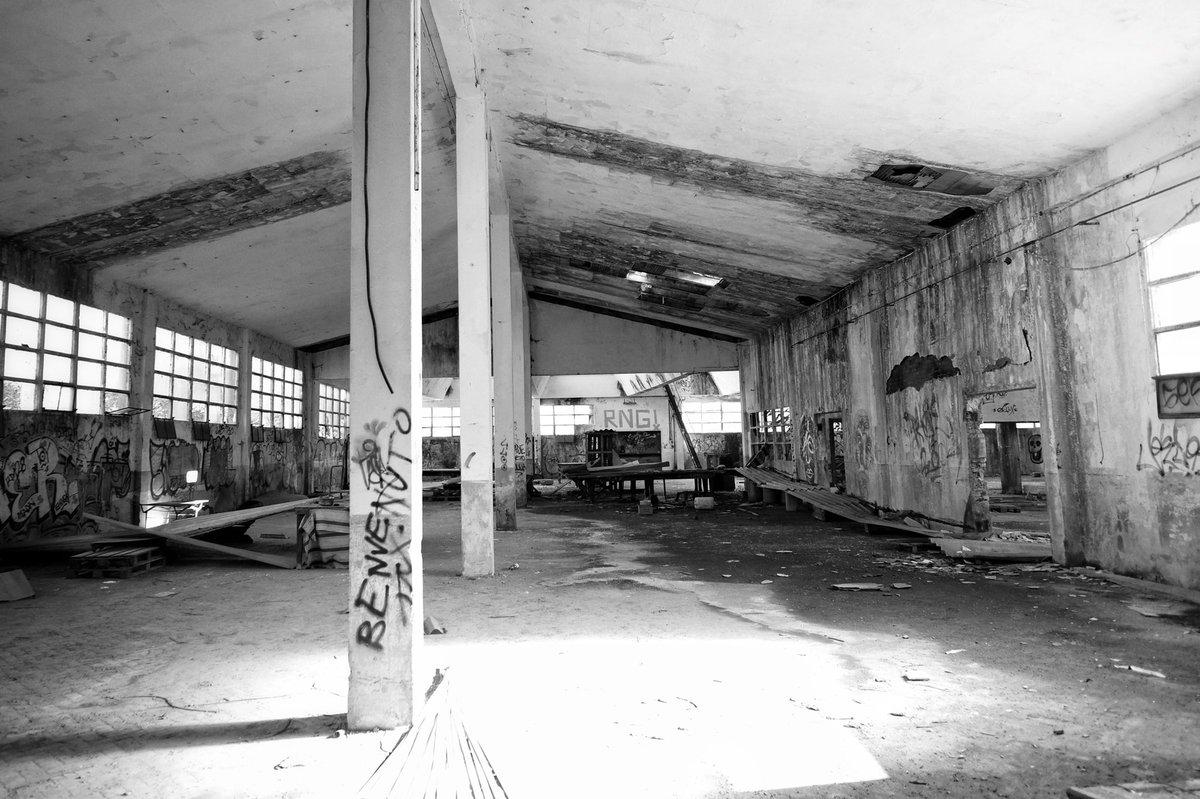 Grazie!  #bn #bnw #blackandwhite #bw #life #sunny #highkey #attic #broken #window #wall #urbex #abandoned #factory #decay #exploration #blackwhitephotography #monochrome #blackandwhitephotography #blackandwhitephoto #bwphotography #monochromatic #bnwphotography #abandonedplaces https://t.co/FK0BfqJxYB