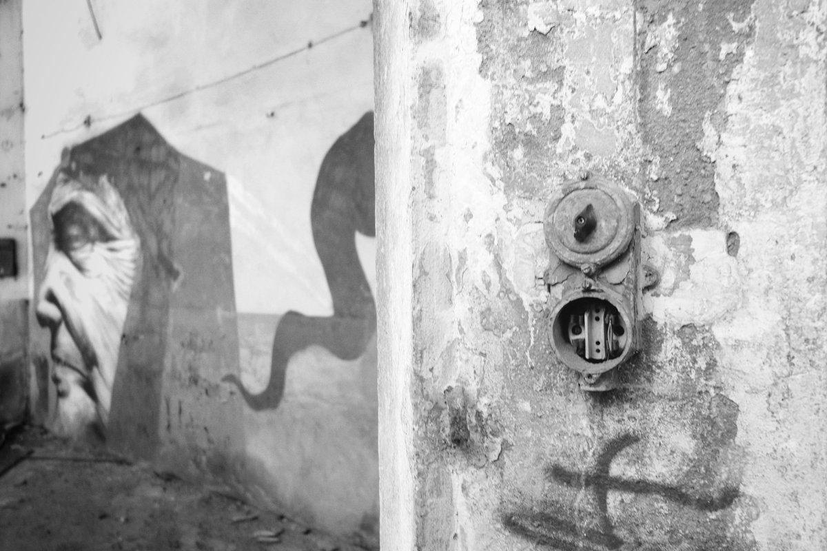 Wireless. #bn #bnw #blackandwhite #bw #portray #broken #place #wall #urbex #abandoned #factory #decay #closed #place #ruins #exploration #blackwhitephotography #monochrome #blackandwhitephotography #blackandwhitephoto #bwphotography #monochromatic #bnwphotography #abandonedplaces https://t.co/ZmoHFYb4KP