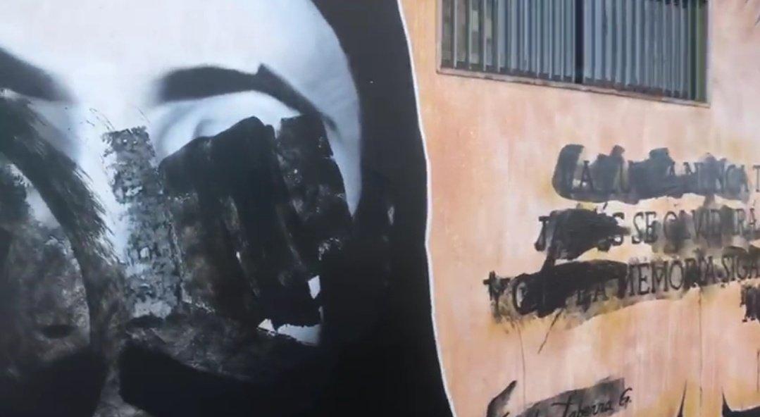 Ataque a mural memorial de #FreddyTaberna en sector El Morro.  Vehículo JDHK71 inscrito a nombre de Jhon Pradenas San Martín.  #Iquique #Chile  #RechazoTuIntolerancia #ReTrazo  @PiensaPrensa @Chileokulto https://t.co/f8rCXdsYD9