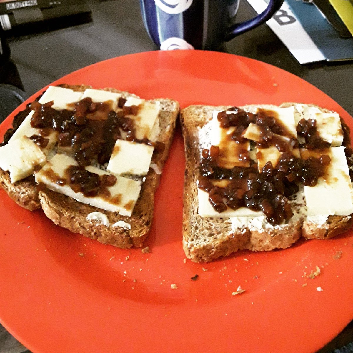With absence of #restaurants & #Kitchen being teated to homemade Welsh Classic #comfortfood #Lunch at friend #DavidWilliams's in #Hertfordshire. Brown bread toasted, #Caerphilly #Cheddar #Cheese with @BranstonUK #BranstonPickle. Perfect recovery food. #LetsGuide #UniquelyLondon https://t.co/EWwbiR3Ts8