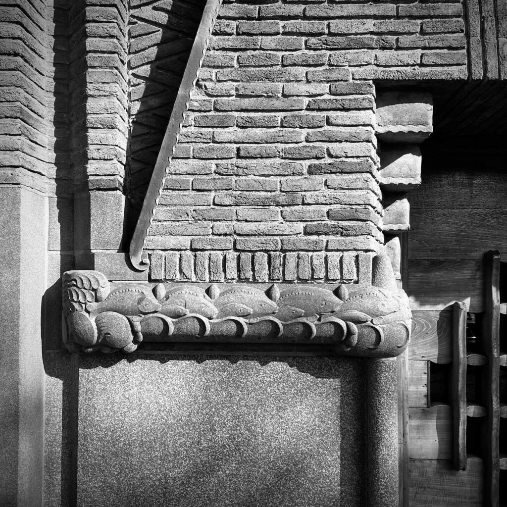 Detail of the Scheepvaarthuis, Amsterdam #architecturephotography #architecture #amsterdamschool #bnw #monochrome #monochromephotography #espression #decoration #brick #knsm #waalseiland #pictureoftheday #picoftheday https://t.co/e1r2BbuT7P https://t.co/15SM7FjwOF
