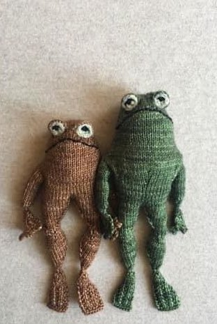 this frog and toad knitting pattern is the best thing ive seen in a while https://t.co/pX8Ny5kpNJ