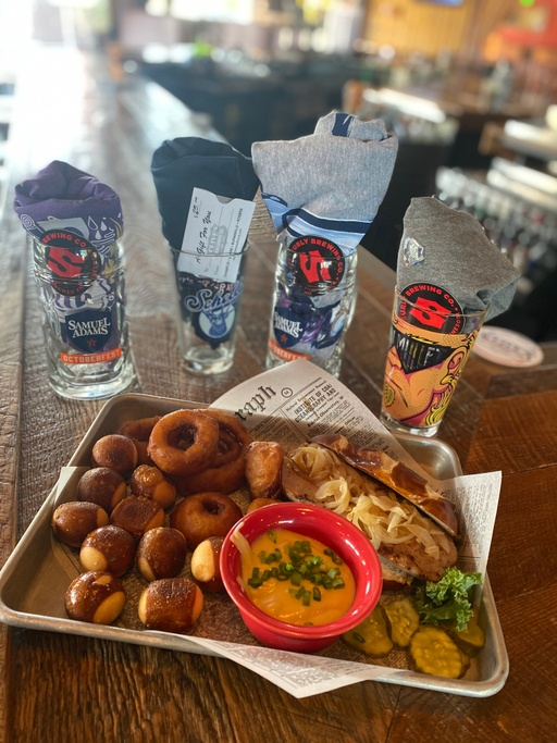 Today's Lunch Special: Oktober Feast Sampler!  Soup: Cheesy Bacon & Potato! #Food #ClivesRoadhouse #foodie #goodfood #Dining #Restaurants https://t.co/0mqpSxwyZL