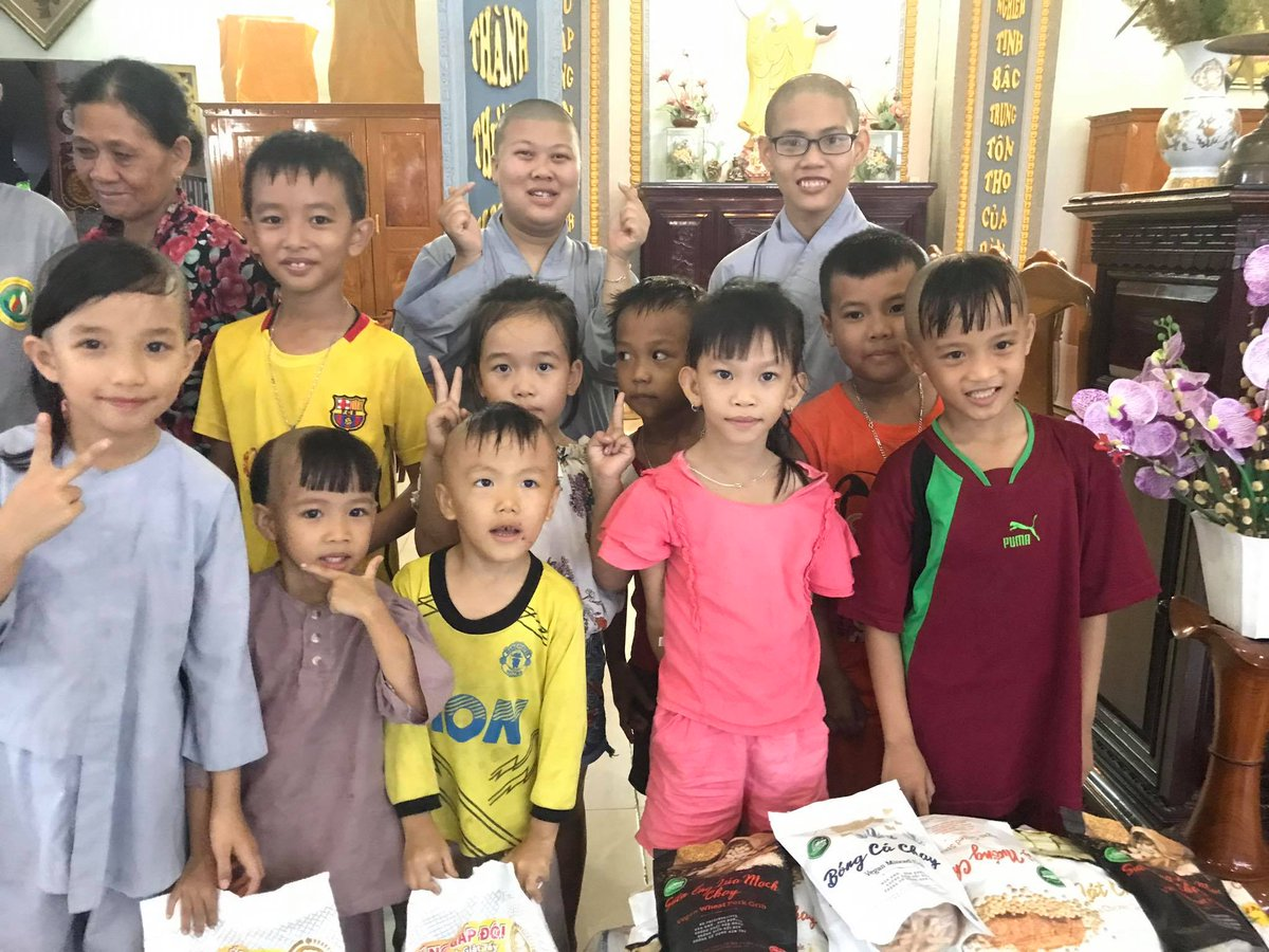 We brought essential supplies and school books to the Phu Quang Orphanage: https://t.co/OHkzhBj0Cj #charity #orphanage #education #children #Vietnam Thank you @BEI_Foundation ! https://t.co/oj4q3Rn6sK