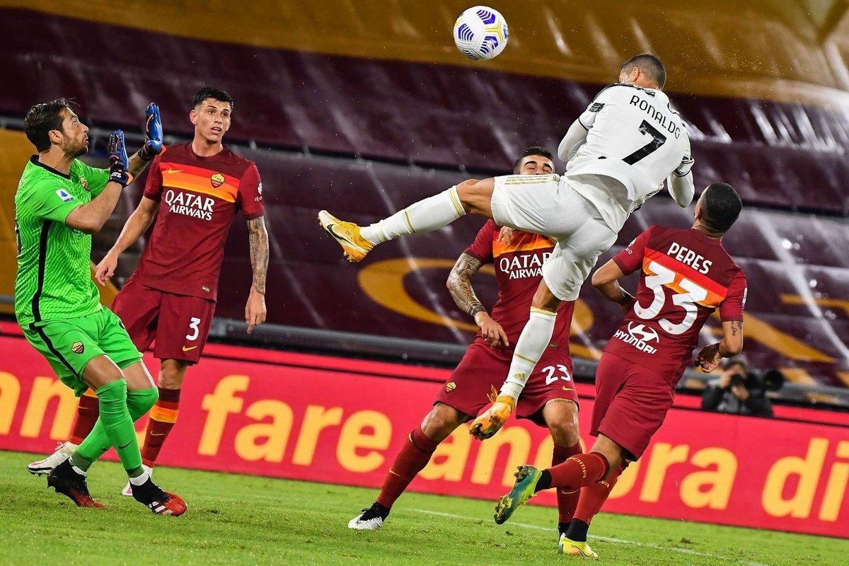 Aerolíneas #CR7 ✈️  DOBLETE del Comandante para rescatar el empate 🔥  #CristianoRonaldo #Juventus #SerieA #Futbol #Deportes https://t.co/NNNaHHb3f7