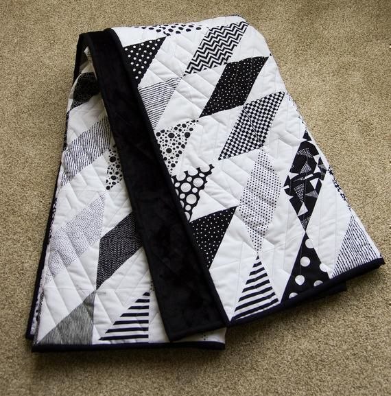 """#blackandwhite #Starburst #Quilt,   What a great #Wedding, #Birthday, #holiday #mothersday #fathersday  or #Anniversary #Giftsforher #giftsforhim 57 x 57"""" #freeshipping to US https://t.co/qeCtWyUtEU https://t.co/xMthZWX50Y"""