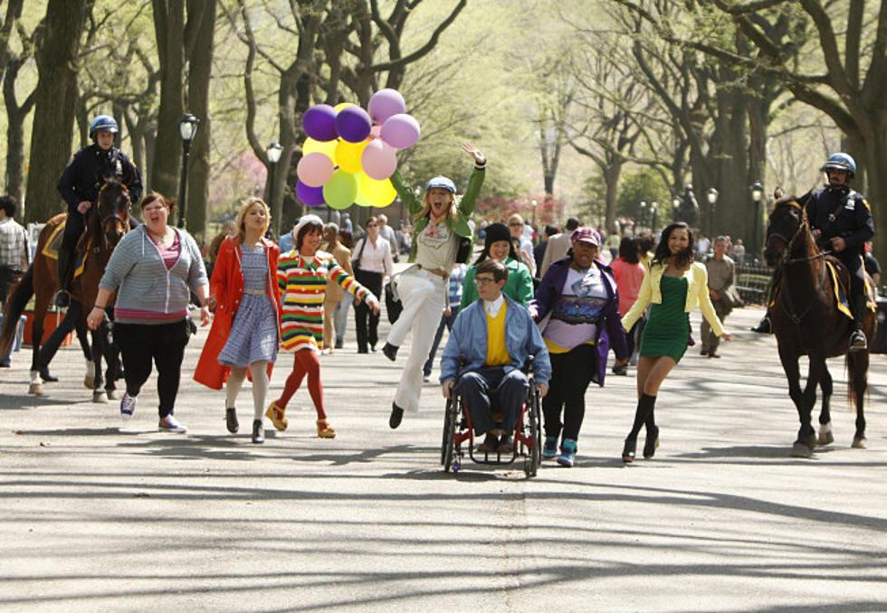 Je trouve le Season 2 Finale de #Glee assez touchant.  Les élèves touchent leurs rêves du bout du doigt et en profite dans le décor d'un #Broadway éclatant. C'est fou comme on s'attache très vite aux persos.  Et ça confirme aussi que la S2 est bien meilleure que la S1. https://t.co/UAXfwooWtS