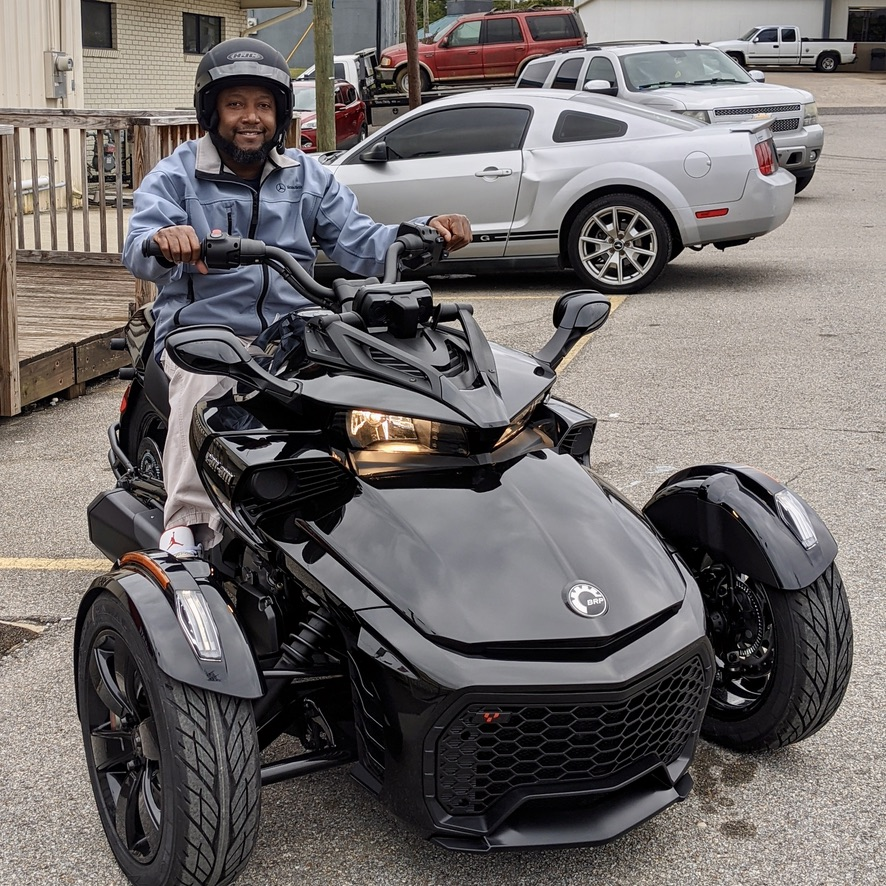 Terry is ready to cruise backroads on his new Can-am Spyder F3! #canam #spyder #f3 #big1family https://t.co/KEjs00jYwR