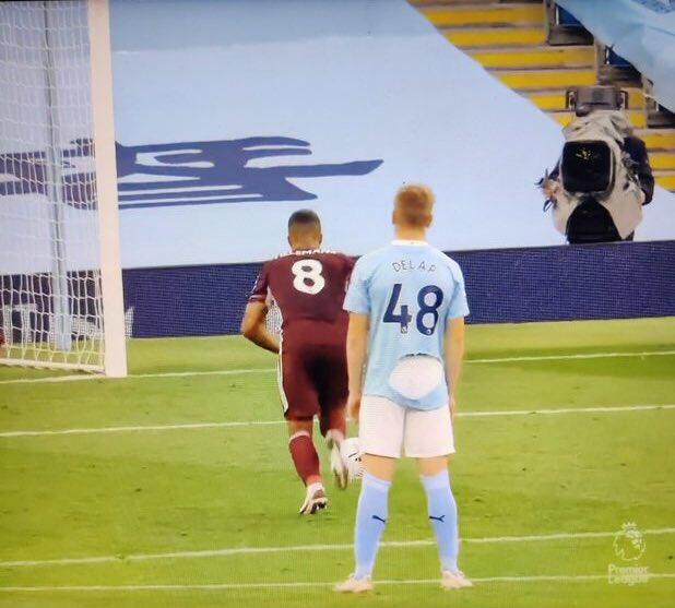 Man City 2-5 Leicester City https://t.co/4cXz1yEOR8
