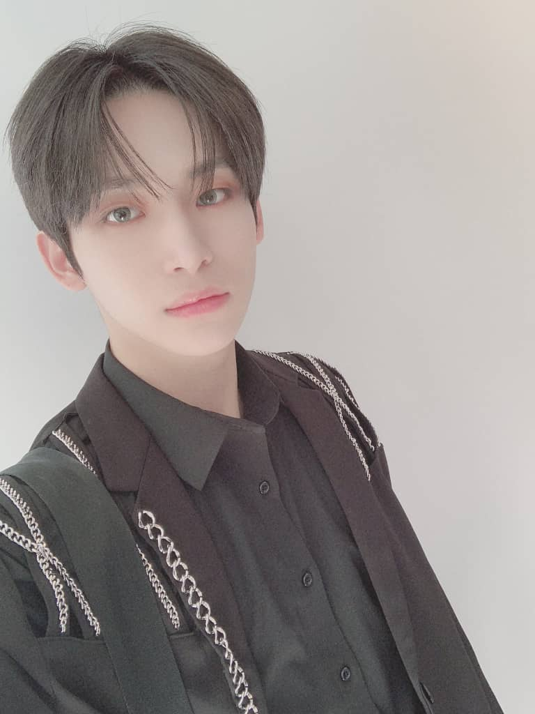 @CRAVITY_twt [TRANS]   Luvity thank you for the 5 weeks of Flame promotion☺️ I'm can do well cheerfully andfull of strength thanks to Luvity I love you❤️❤️🥰 #CRAVITY #JUNGMO #LUVITY #Flame #THANKS https://t.co/SJmFJstHqp