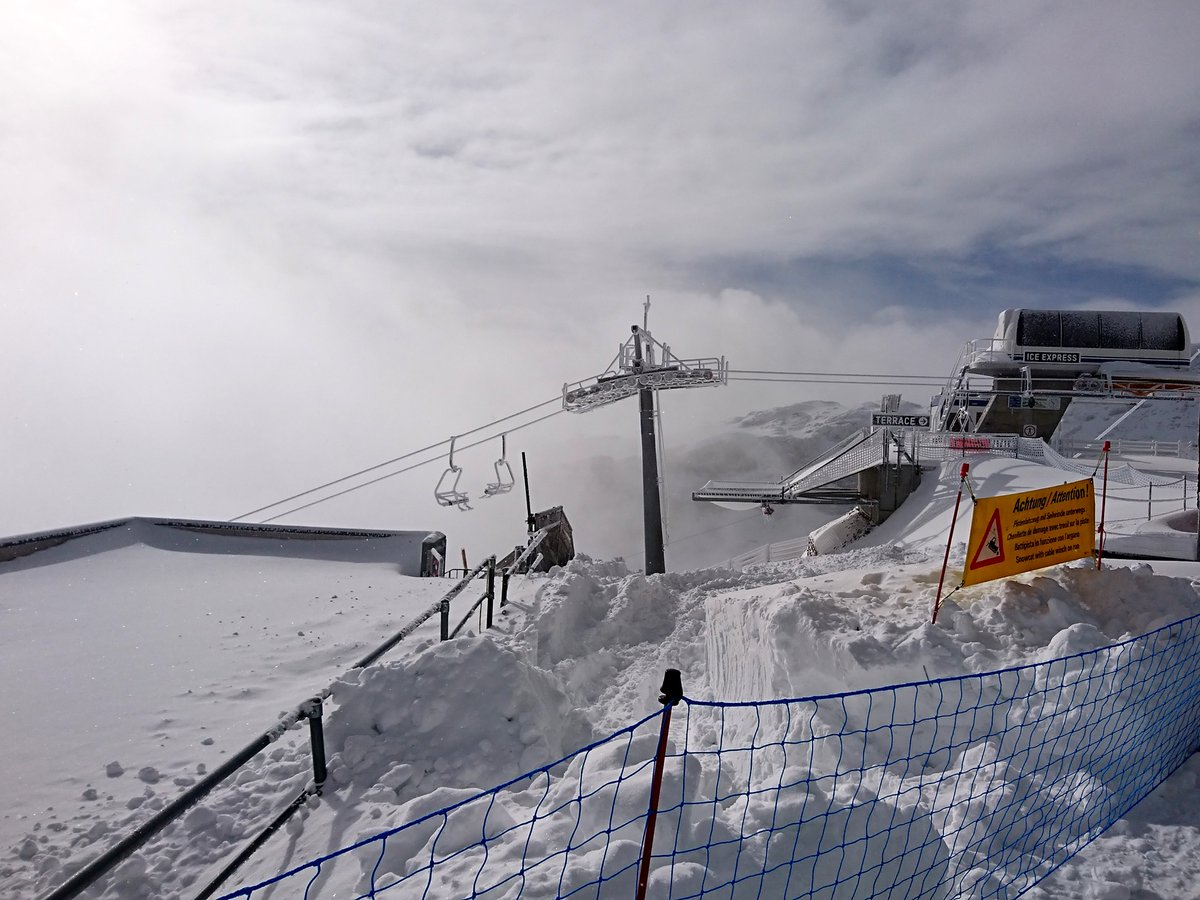 Swiss resort of #Glacier3000 opens for #skiing and #snowboarding tomorrow after 70cm of fresh #snow.  Updated:  https://t.co/XwDtz8SZLK ❄️❄️⛷️❄️⛷️🏂❄️❄️  #letsgoskiing #letitsnow #winterishere #septembersnow https://t.co/igWs3fUoRP