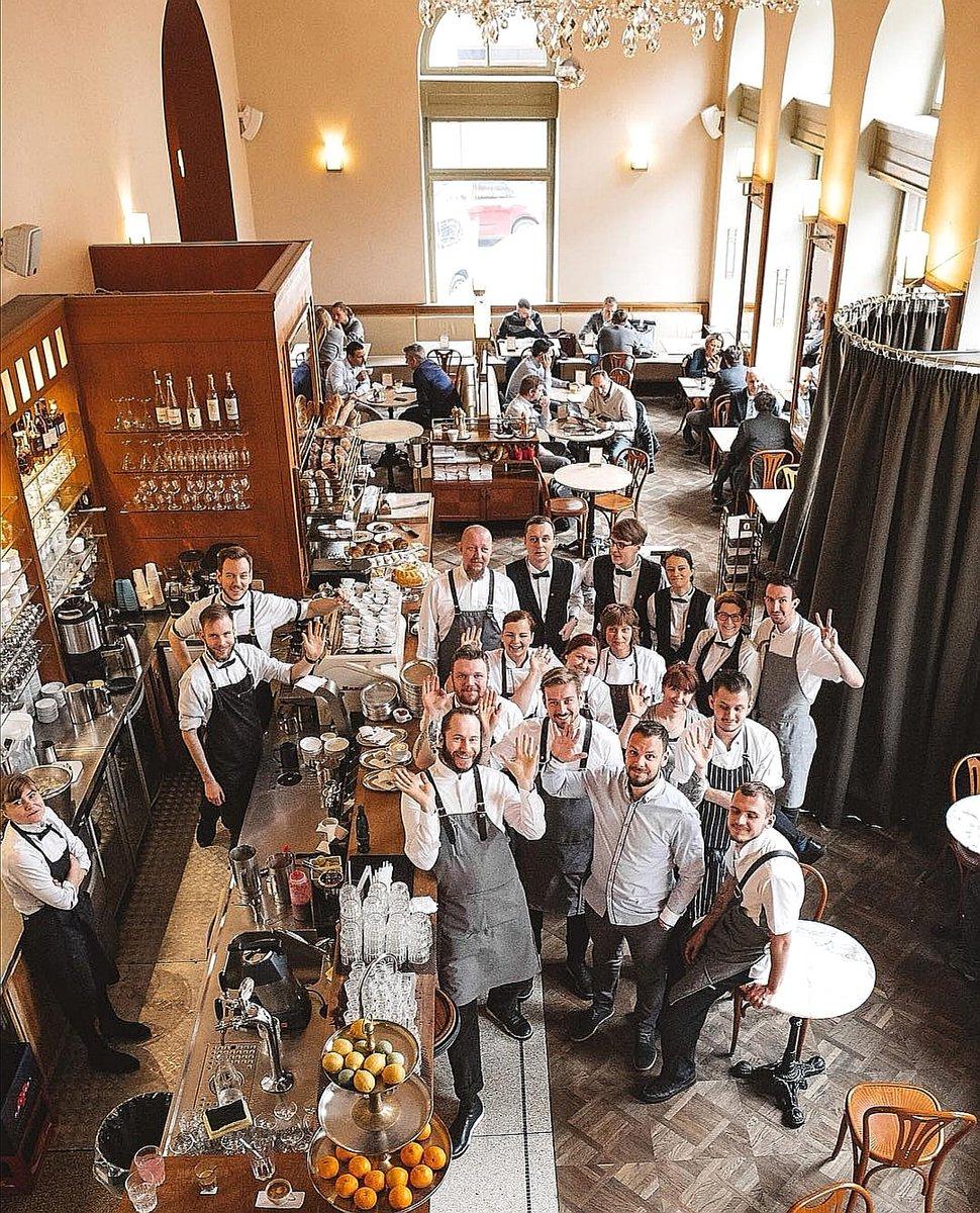 Te gusta desayunar fuera de casa? Pues apúntate este nombre: Café Savoy - fue varias veces elegido como el mejor lugar del desayuno en Praga 😉 Foto: @cafe.savoy #Praga #praha #prague #prag #cesko #chequia #republicacheca #republicatcheca #ceskarepublika #czech #czechrepublic https://t.co/1AOTZfkYJp