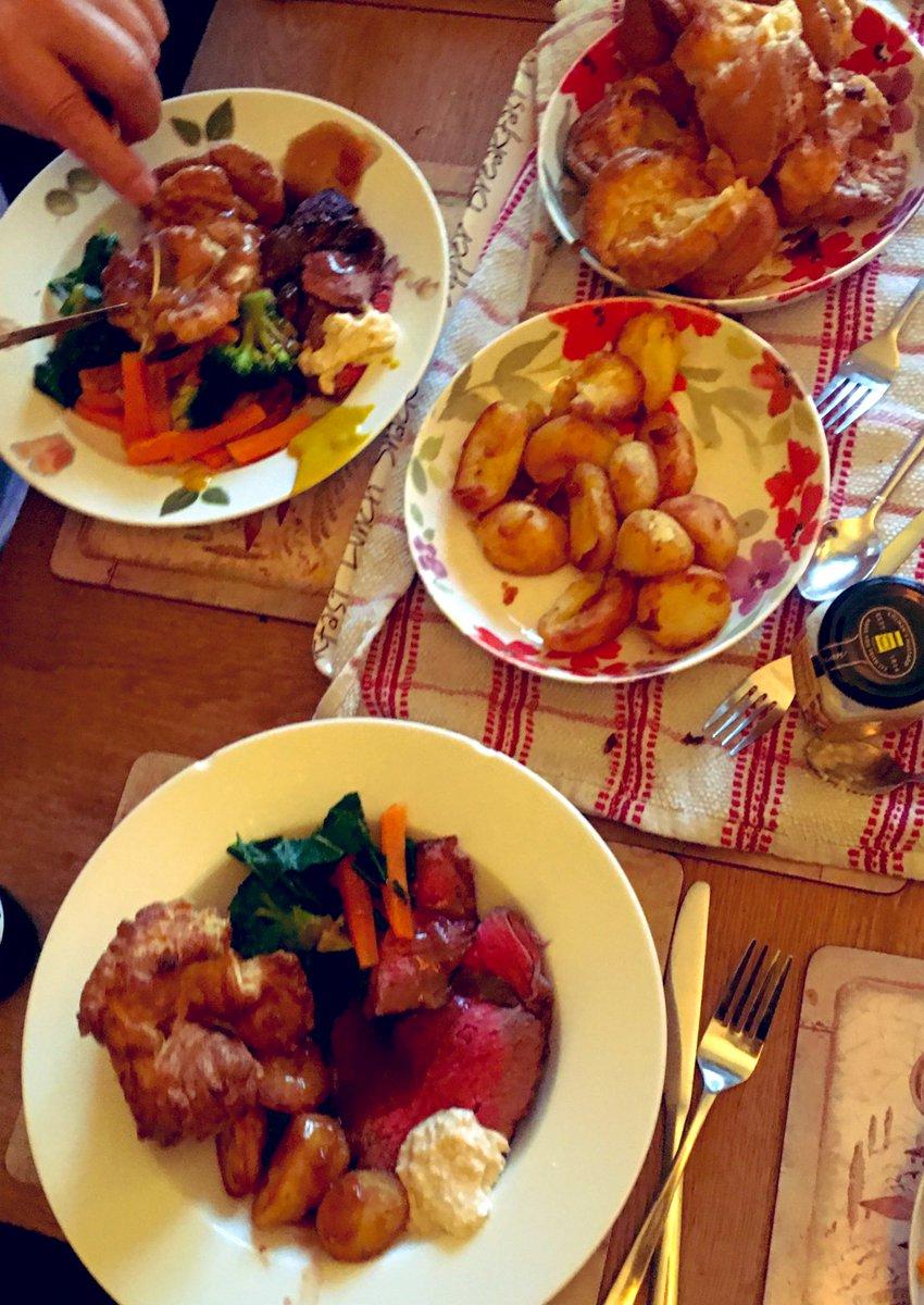 I cook a mean #Roast #Sunday #Family #RoastDinner #Beef #Rare #Horseradish #YorkshirePuddings #Gravy and more ! #Yum #Win #Chef xxxx https://t.co/0gyzzccxds