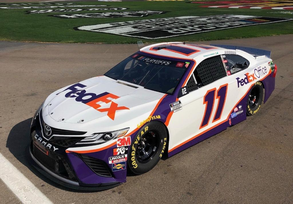 Next stop, @LVMotorSpeedway for @DennyHamlin and the #FedEx11 team. The #NASCARPlayoffs heat up in the desert today with the first race in the Round of 12. https://t.co/Kf4TLXuT5J