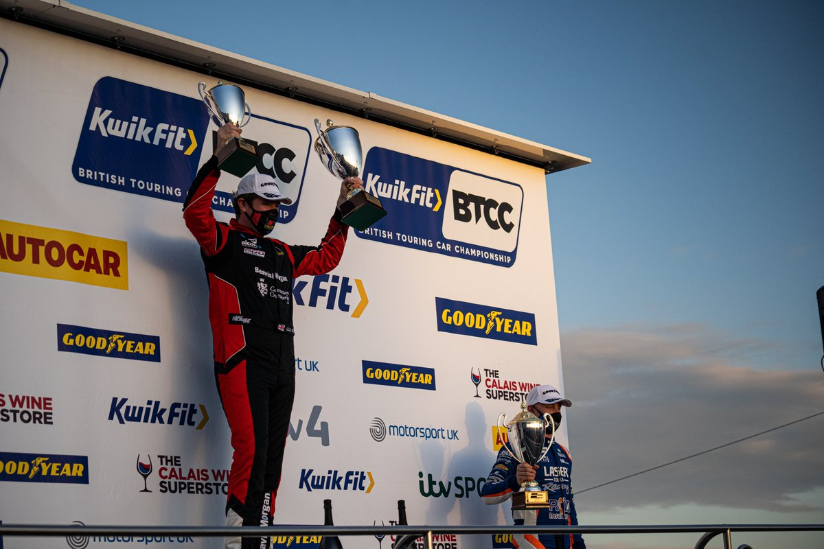 What a race that was!   Check out our favourite shots from an unforgettable Race 3 at @SilverstoneUK   #BTCC #KwikFit https://t.co/krG6nSyoX9