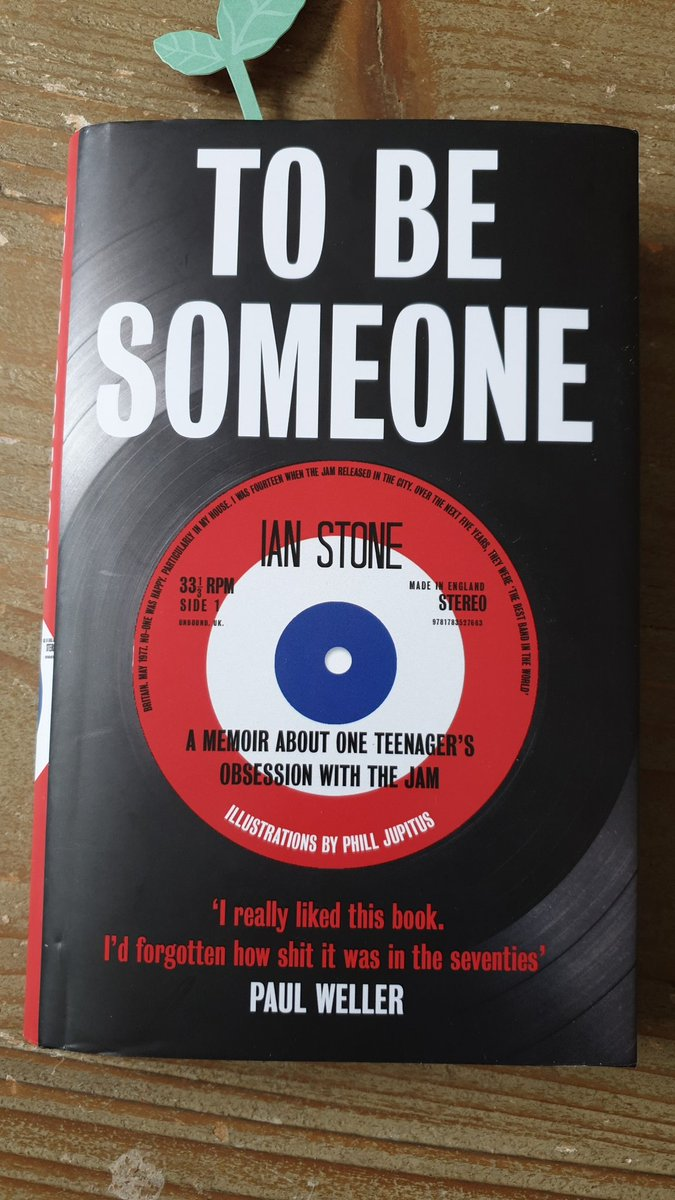 This book by Ian Stone @iandstone is a brilliant memoir of what it was like growing up as a teenage boy in London in the 1970s, especially if you were into football and music without much money (and Jewish!). https://t.co/yj1bSPzieA