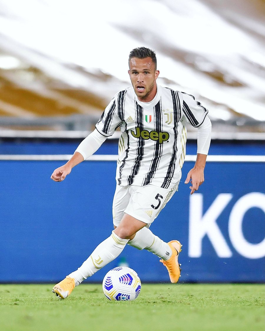 Good team effort, never surrender!! 👊🏻 Happy for my debut in @SerieA. 😉🖤🤍 #FinoAllaFine #ForzaJuve #RomaJuve https://t.co/TndDRQcTHn