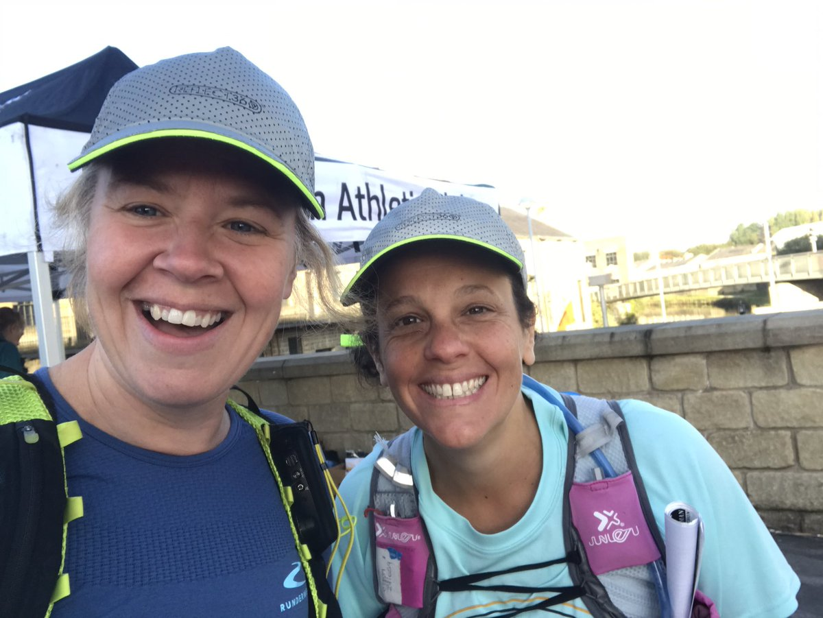 @AliaPikeNTC @kkir @ProvizSports @BHMarathon Fab day and great event. Here's our 'hat twin' photo. 🙌🏻 @ProvizSports #ukrunchat https://t.co/dhxO9NEACJ